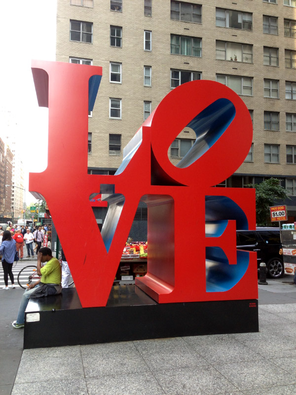 """Love"" Skulptur von Robert Indiana, 6th Avenue, Manhattan, New York City"