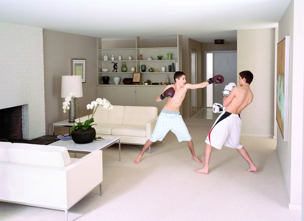 Jeff Wall, Boxing, 2011, colour photograph, 222,9x303,5x5,1-cm, courtesy of the artist