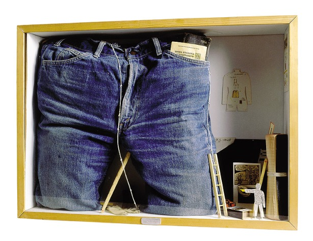 Déserteur de la Légion [Deserter from the Légion], 1974 Mixed media, cardboard, blue jeans, 1964 pocket diary, small wooden ladders, notebook, objects, wood, glass. 50x70x16 cm. Fondazione Baruchello, Rome. © Gianfranco Baruchello