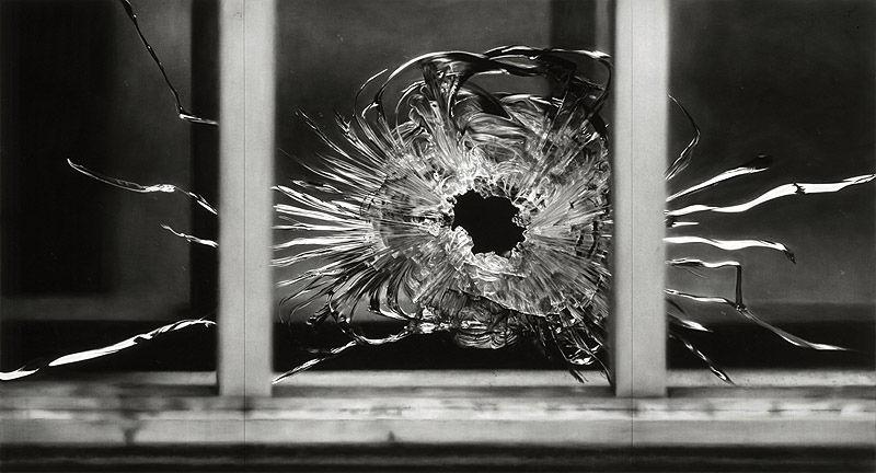 Robert Longo: Untitled (Bullet Hole in Window, January 7, 2015), 2015-2016. Charcoal on mounted paper. Courtesy Galerie Thaddaeus Ropac © Robert Longo/ VG Bild-Kunst Bonn, 2018.