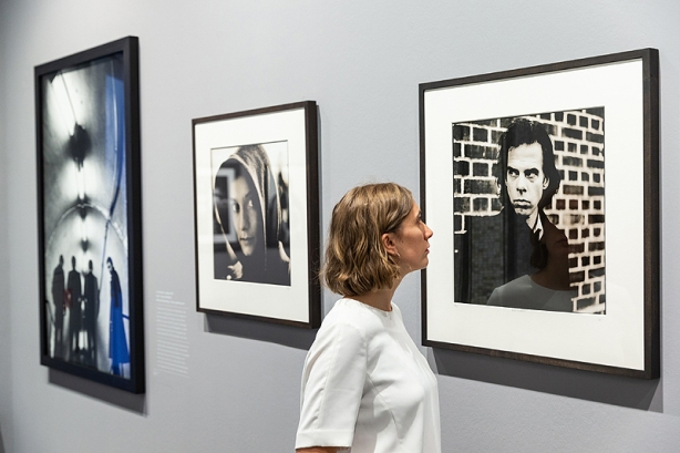 Ausstellungsansicht: Anton Corbijn. The Living and the Dead, Foto: Ulrich Perrey